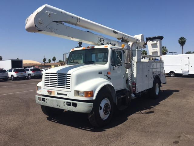 2000 International 4900  Bucket Truck - Boom Truck