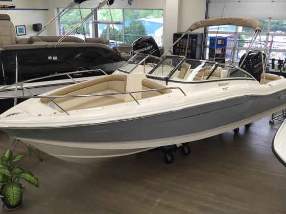 2016 Scout Boat Company 210 Dorado