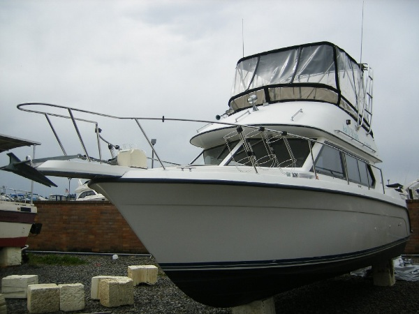 1991 CARVER YACHTS 26 Command Bridge