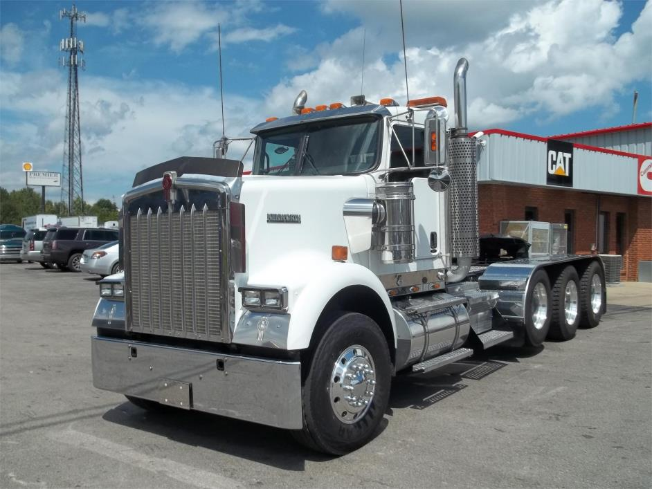 2006 Kenworth W900 Conventional - Day Cab