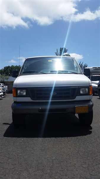 2004 Ford E-350 Econoline  Cargo Van