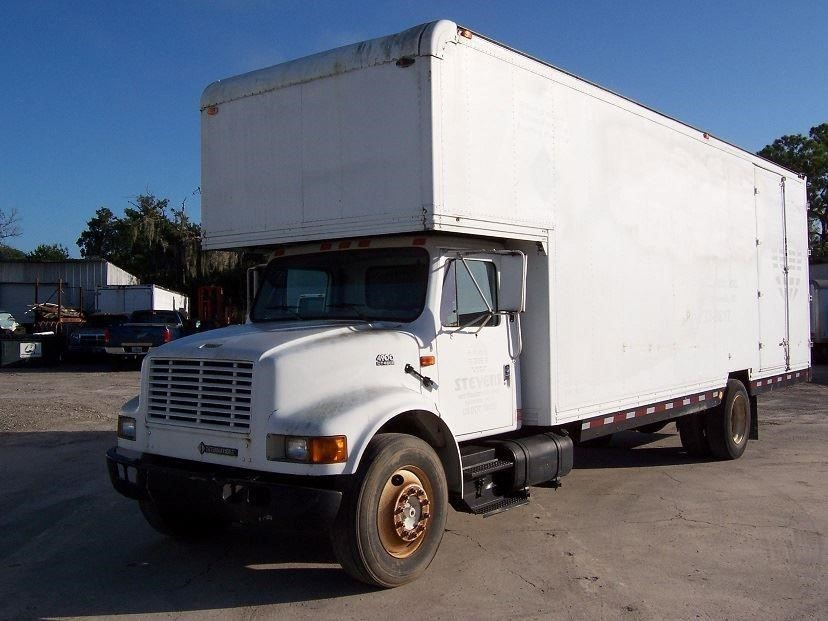 2001 International 4900 Moving Van
