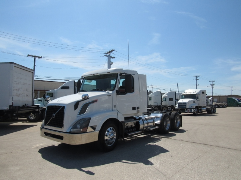 2013 Volvo Vnl300 Conventional - Day Cab