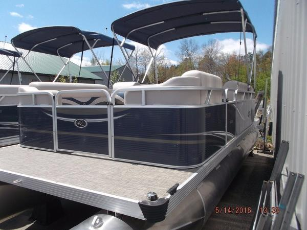 2016 APEX MARINE Qwest Edge 7518 Cruise