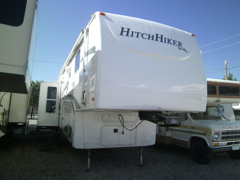 2008 Nuwa Hitchhiker 33RL