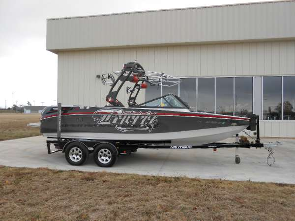 2012 Nautique Byerly Icon Edition 210