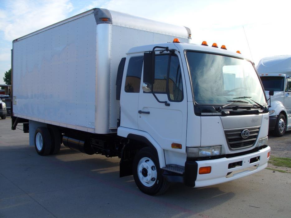 2006 Ud Trucks 1800  Box Truck - Straight Truck