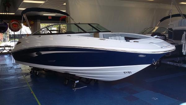 2015 Sea Ray 220 Sundeck