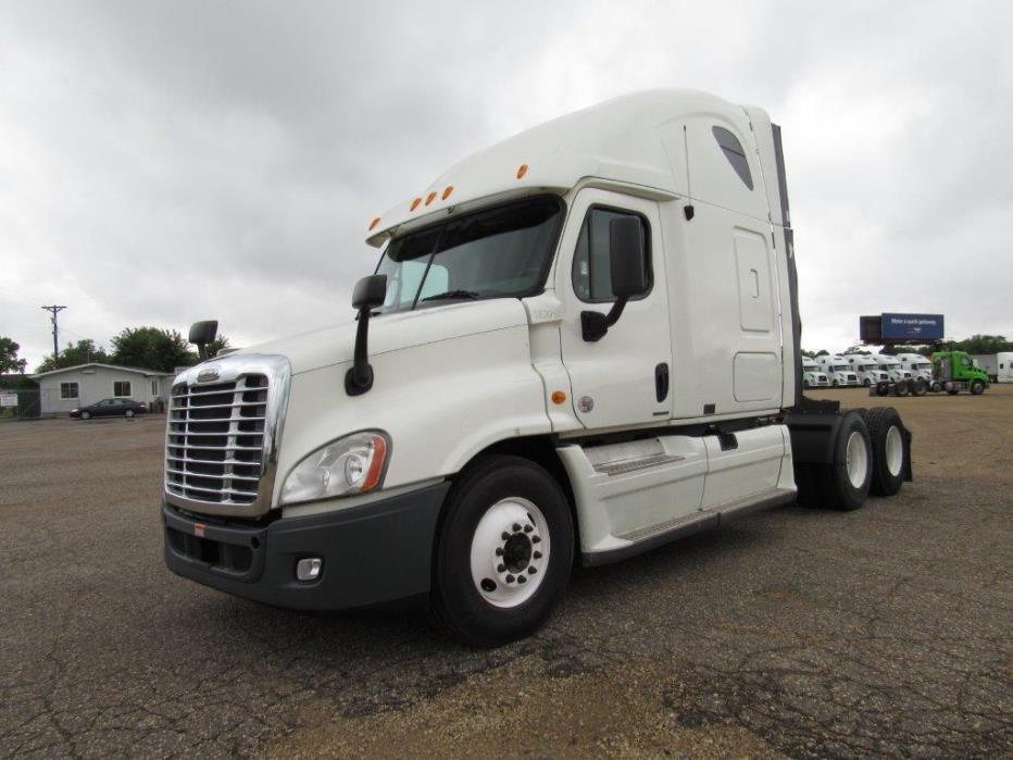 2011 Freightliner Cascadia Evolution Conventional - Sleeper Truck