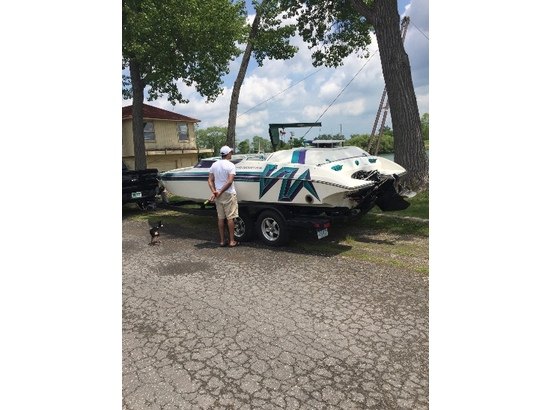 1998 Eliminator Boats 220 XP Sport Deck