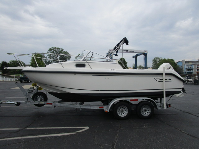 1999 Boston Whaler 21 Conquest