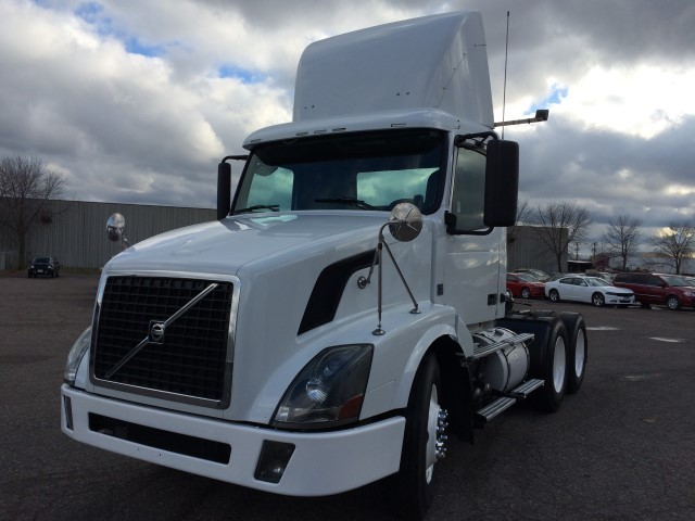 2009 Volvo Cascadia Evolution Conventional - Day Cab