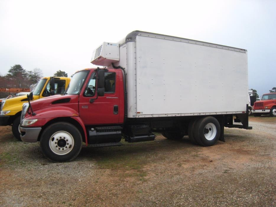 2002 International 4300  Box Truck - Straight Truck