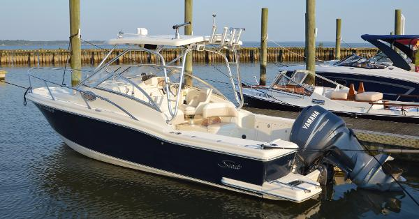 2005 Scout Boats 242 Abaco