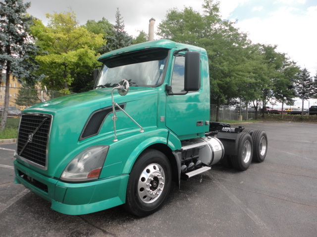 2008 Volvo Cascadia Evolution Conventional - Day Cab