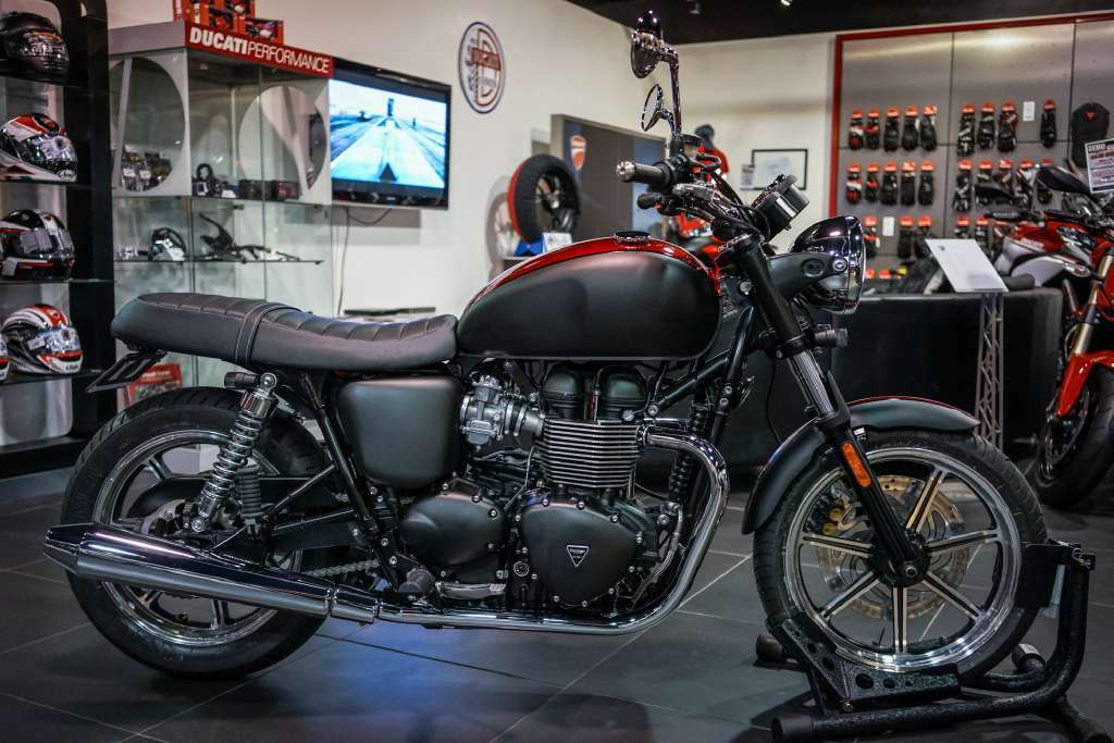 2014 Custom 2014 Triumph Bonneville - Matte Black & Gloss Candy Red