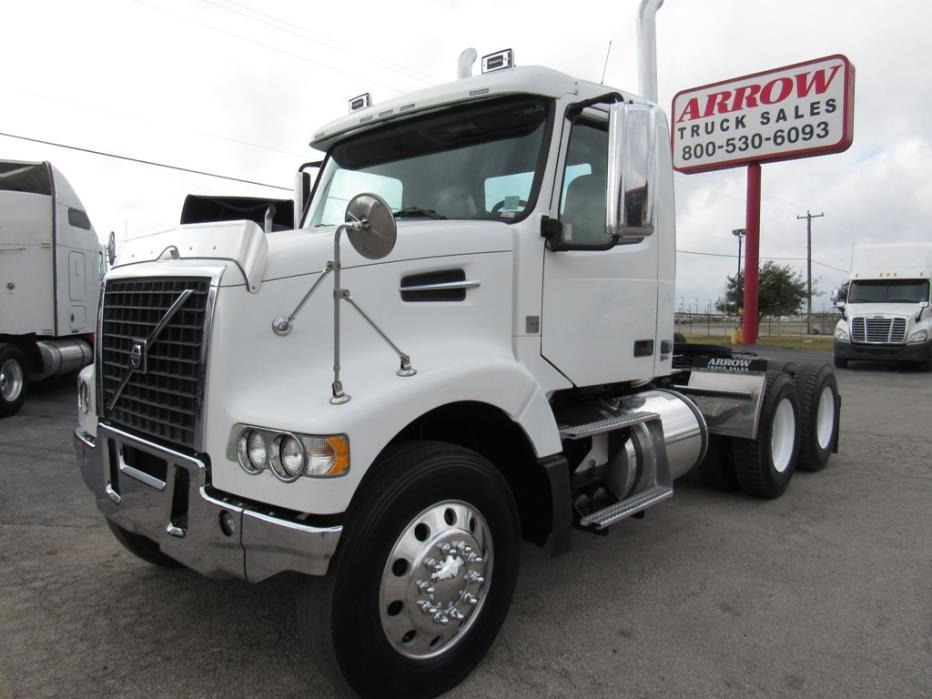 2010 Volvo Cascadia Evolution Conventional - Day Cab