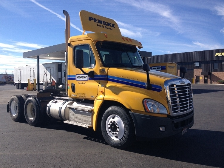 2011 Freightliner Cascadia Conventional - Day Cab