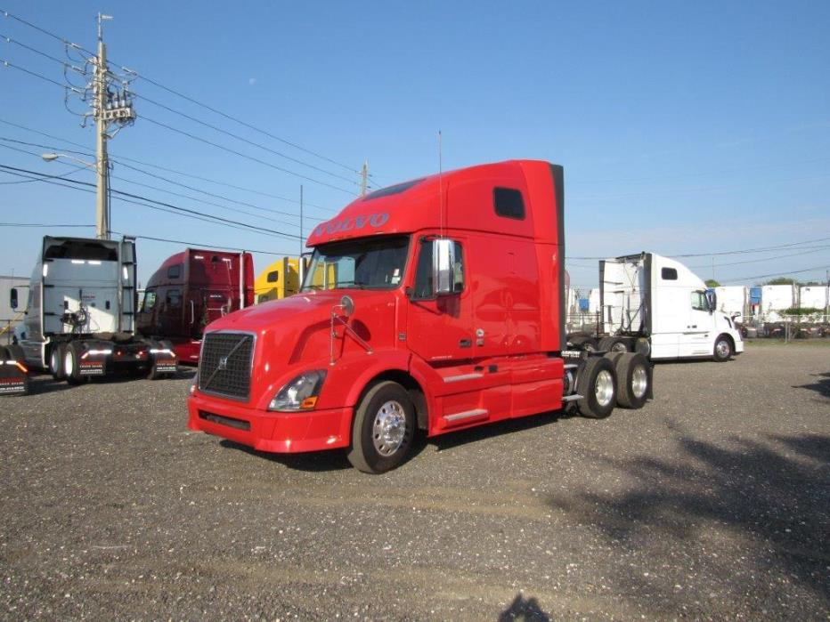 2011 Volvo Cascadia Evolution Conventional - Sleeper Truck