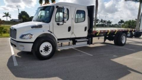 2015 Freightliner Business Class M2 106  Flatbed Truck