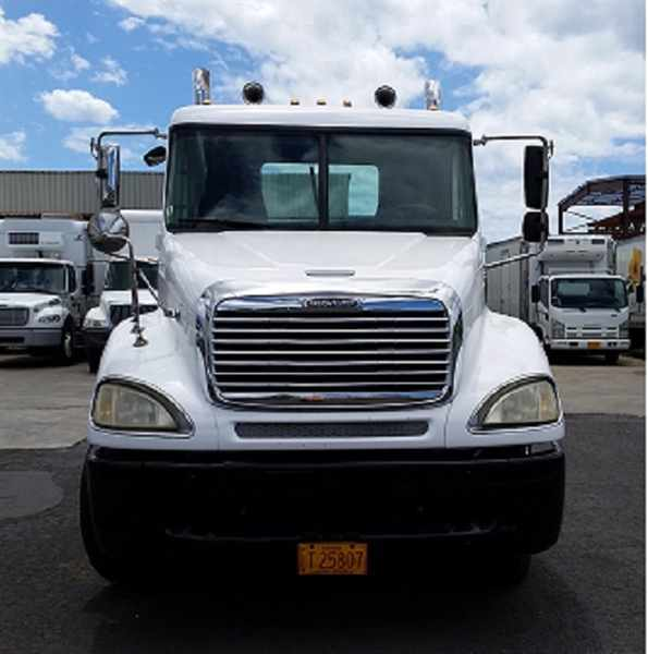 2004 Freightliner Columbia 120  Conventional - Day Cab