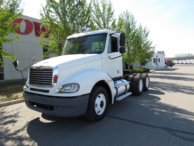 2006 Freightliner Cascadia Evolution Conventional - Day Cab