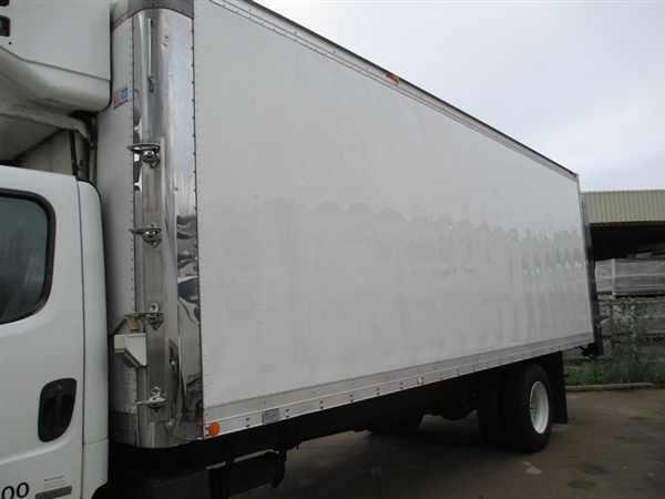 2005 Freightliner M2 106  Refrigerated Truck