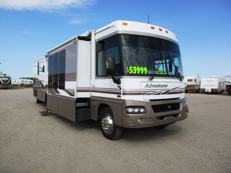 2005 Winnebago Adventure 38J