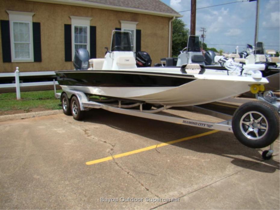 2017 Excel Boat Company 220 Bay Pro (Bone w/Black Stripe- w/Yamaha F150LB)