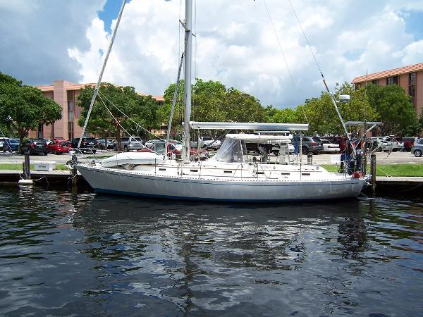 1987 Hylas 44 Center Cockpit Sloop