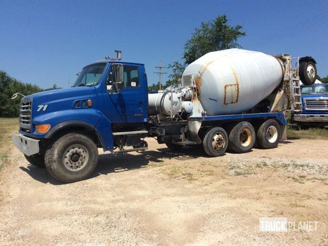 2001 Sterling Lt9500  Mixer Truck