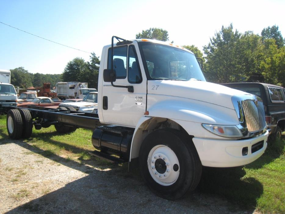 2005 International 4200  Cab Chassis