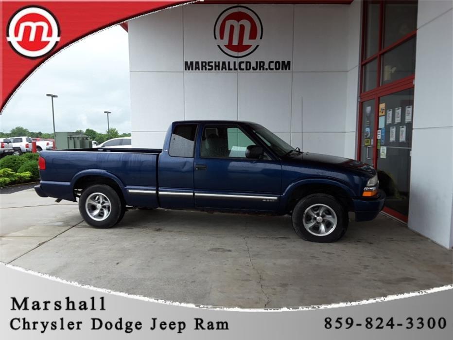 2001 Chevrolet S-10  Pickup Truck