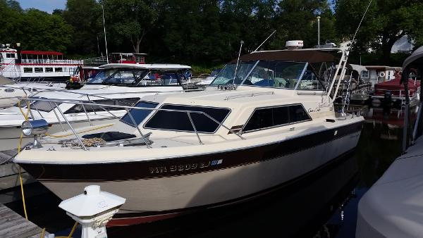 1981 Chris Craft 281 Catalina