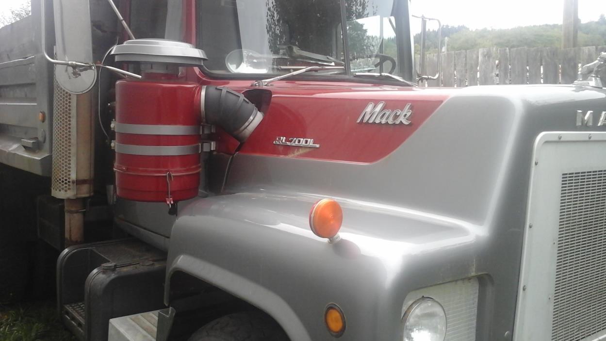 1976 Mack R600 Dump Truck