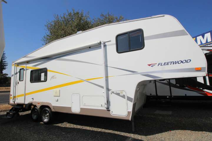 Fleetwood Travel Trailers  Or Less