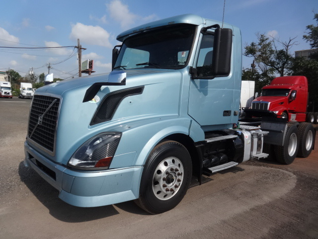 2011 Volvo Vnl300 Conventional - Day Cab