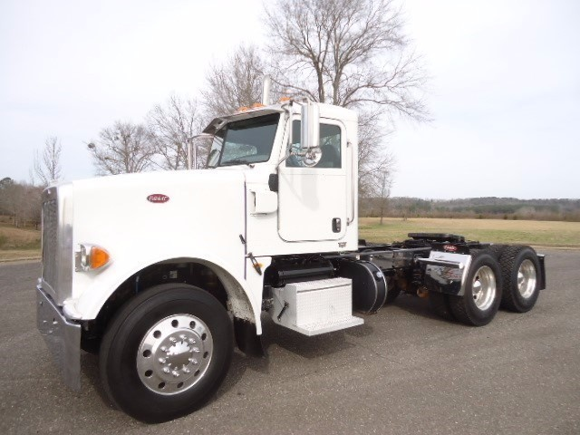 2012 Peterbilt 367 Conventional - Day Cab