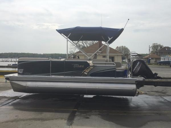 2016 Tahoe Pontoon LTZ Cruise