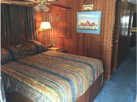 1998 Monticello Custom River Yacht