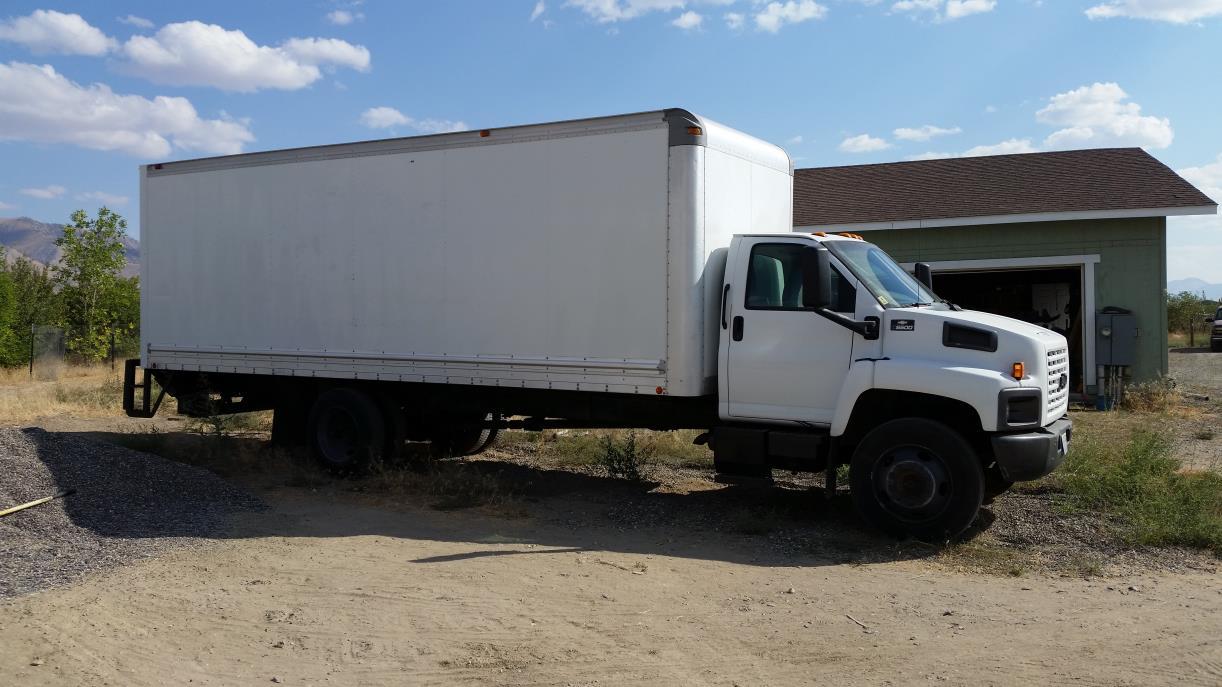 2004 Chevrolet C6500 Box Truck - Straight Truck