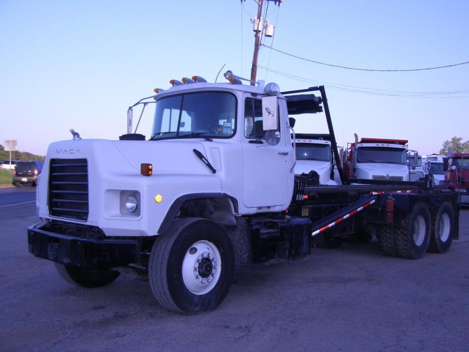 2003 Mack Dm690s  Garbage Truck