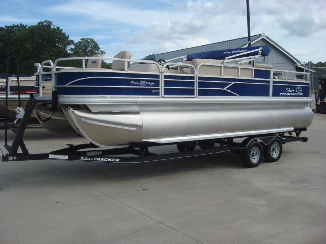 2017 Sun Tracker Fishing Barge 22 XP3