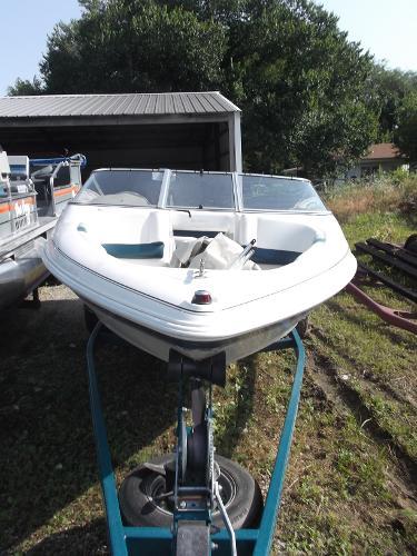 1999 Larson Ski Boat