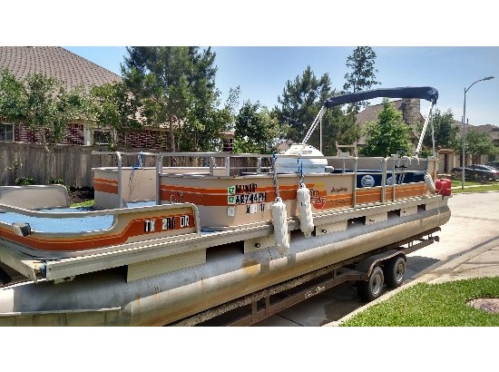 1980 Bass Tracker Suntracker Party Barge