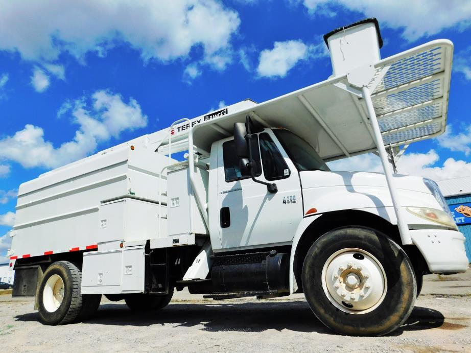 2003 International 4200  Chipper Truck