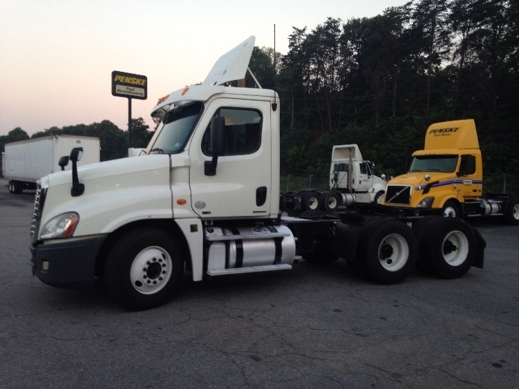 2012 Freightliner Cascadia Conventional - Day Cab
