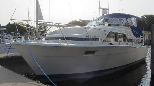 1974 Chris Craft Double Cabin