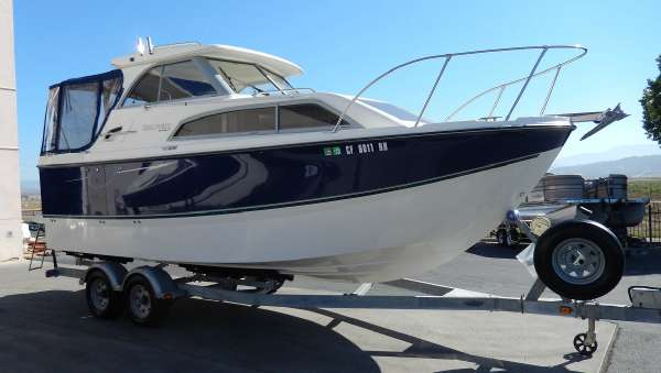 2007 Bayliner 246 Discovery Cruisers