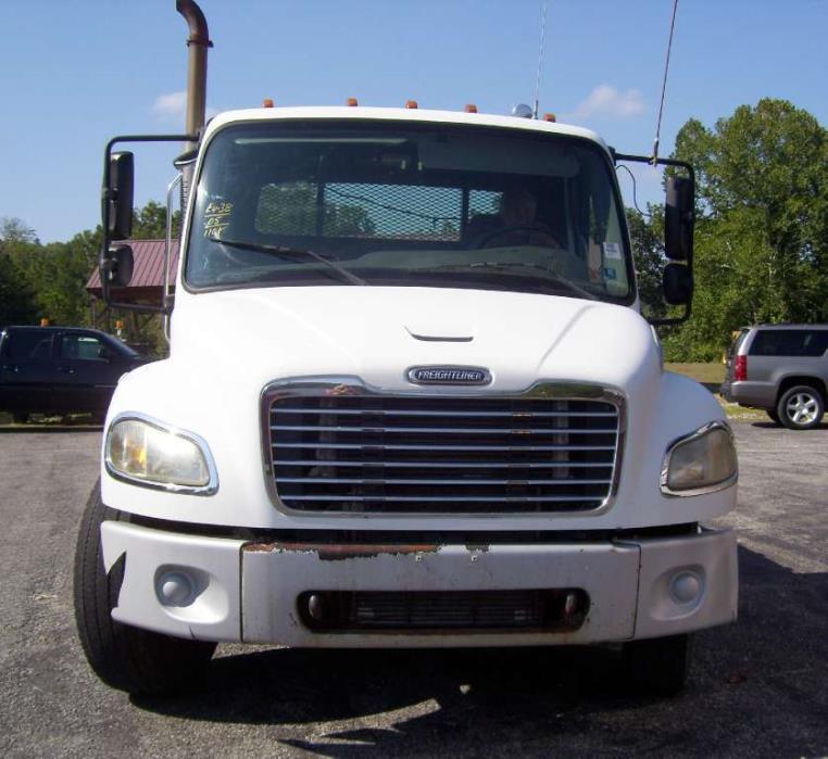2005 Freightliner M2106  Flatbed Dump